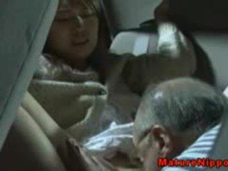 Japoniškas suaugę milf gets oralsex