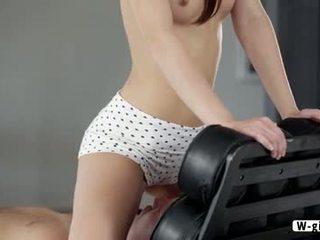 Aranyos francia takarítónő laila gets laid