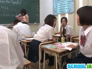 Секси шоу в на класна стая