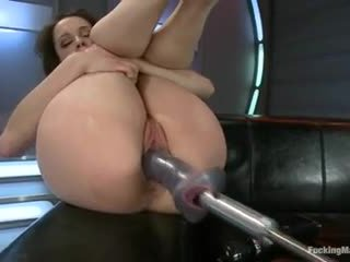 Nikita bellucci - follando máquinas