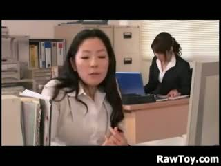 Там є a фалоімітатор в the офіс