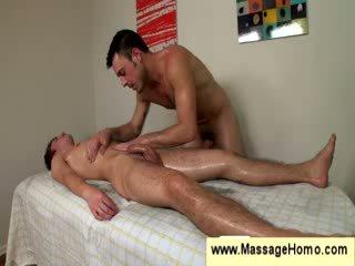 Homoseks pria uses dia stiff titit sebagai sebuah pijat mainan