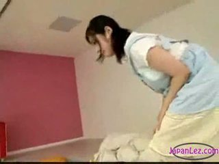 아시아의 소녀 자위 동안 licking 운지법 자 당신