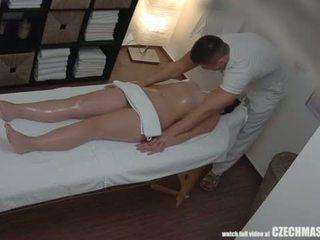 Голям дупе брюнетка getting най-добър масаж някога <span class=duration>- 7 min</span>