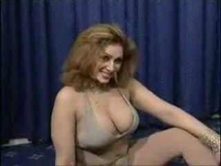 Paquistanesa bigboobs aunty nua dance em dela quarto