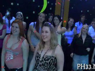 Lots की गॅंगबॅंग पर dance फ्लोर