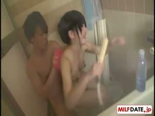 Taking bath साथ बड़ा बूब्स जपानीस मोम