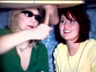 אמא ו - בת משחק עם a זין וידאו