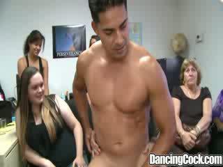 Dancingcock menakjubkan dong pejabat kumpulan
