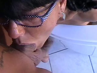 Lara montana enjoys naar puke op lul
