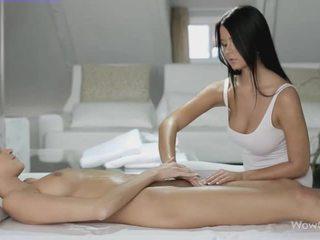 Lésbica sexo com silvie e addison