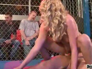 Codi carmichael blonde nana having une dur sexe