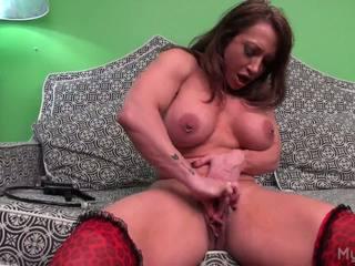 Brandimae pumps të saj i madh muscle klitorisi