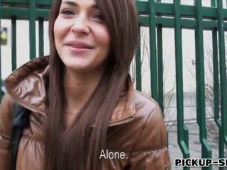 Alexis brill swallows warm sperma voor geld