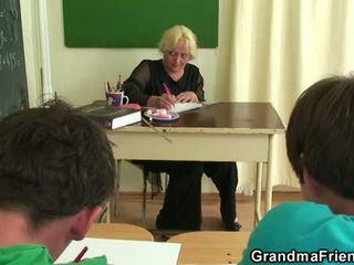 Old bukkake gangbang in the kelas