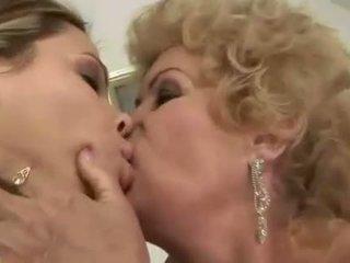 Tiener fucks harig rondborstig oma