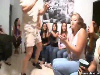 Video di ragazze giving orale sesso