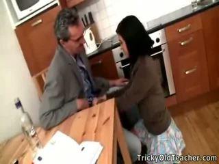 Seksi si rambut coklat gadis sekolah acquires banged oleh beliau pedagogue