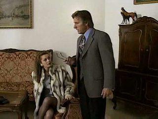 Laure sainclair futand în cameră