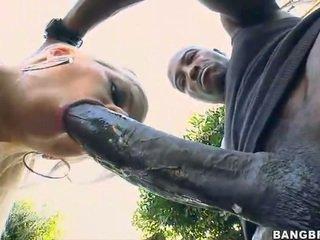 ब्लोंड बेब takes एक 12 inch कॉक ऊपर उसकी आस!