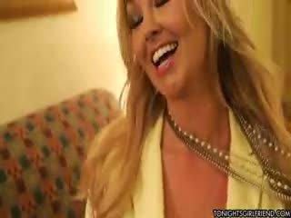 големи цици, който и да е найлон безплатно, гледайте блондинка