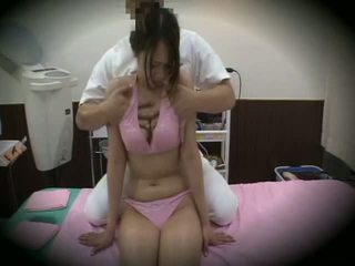 Spycam reluctant vajzë masazh seks 1