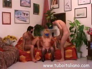 Sara Italian Amateur Threesome