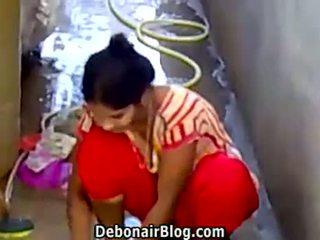Seksualu desi mažutė washing clothes rodantis iškirptė ca