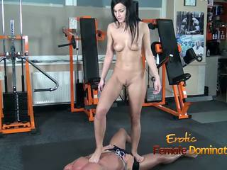 Abbie cat tramples su schiavo in jeans poi nuda: hd porno b8