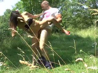 Duits tiener lost manier en gets publiek geneukt in de woods