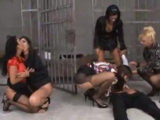 Sexy prissoners fodido por cadeia guards