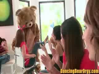 Amadora noiva para ser gets um ejaculação na cara a partir de o stripper