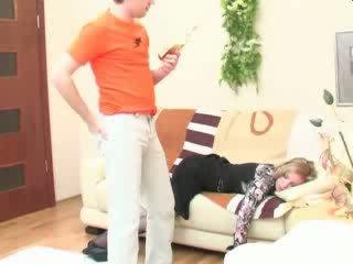 Borracha durmiendo mamá anal follada vídeo