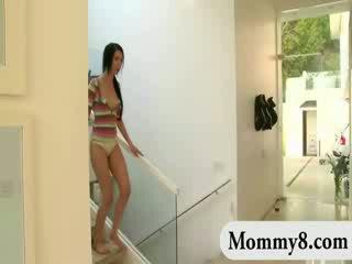 Babe busts haar stiefmoeder neuken met haar gemeen boyfriend