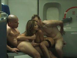 Two passengers delen een exotisch stewardess onboard