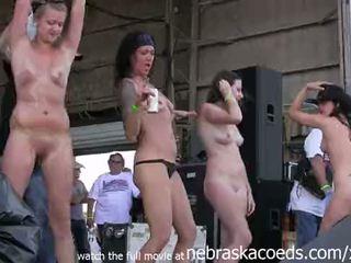 Seksuālā thin iowa beauties stripping uz leju pie the annual abate motorcycle rally