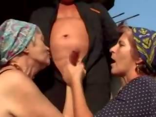 Porn oma Oma: 131,263