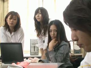 Japonsko av model je prisiljeni da imajo seks