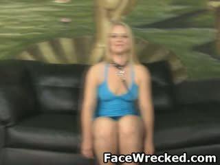 Blondinke amaterke punca slapped okoli in obraz zajebal