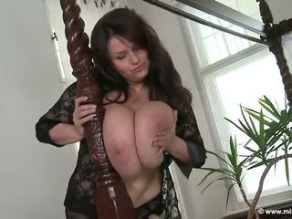 Milena velba canopy gulta spēlēt