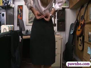 Card dealer pawns viņai twat un gets screwed uz the slepenā istaba