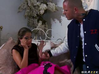 Philander gets वास्तव में क्या बात वह चाहते से उसकी नई boyfriend