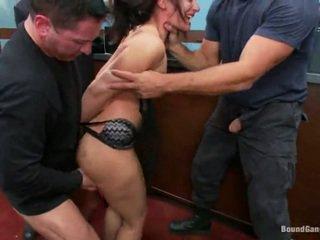 брюнетка, жорстке порно, заковтнути