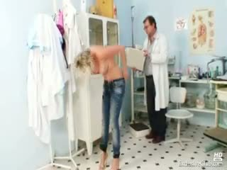 Nóng gabriela getting khỏa thân trong gyno văn phòng