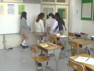 Japans school- van hell met extreem facesitting subtitled
