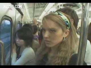 Two anthomaniac lányok -ban vonat gives geek faszverés