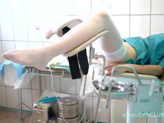 Tonårs flicka på en gynekologisk stol. fullständig inspection! (34)