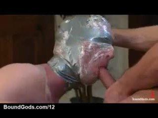 Tapped vadītājs gejs licks pēdas un sucks schlong