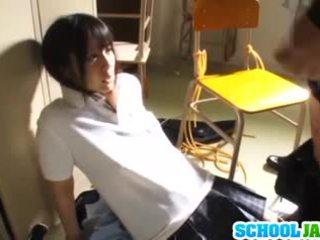 Lustful japán diáklány ruka