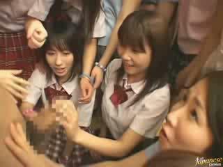 Японки мама teaching съсед момичета как към майната видео
